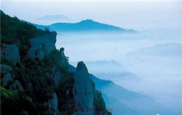 岩神山旅游简介