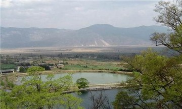 雪嵩村玉湖