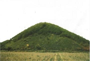 茄子河十二烈士山